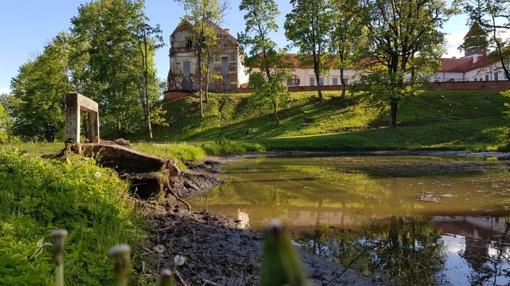 Jurbarke pradėti Panemunės pilies parko tvenkinių darbai