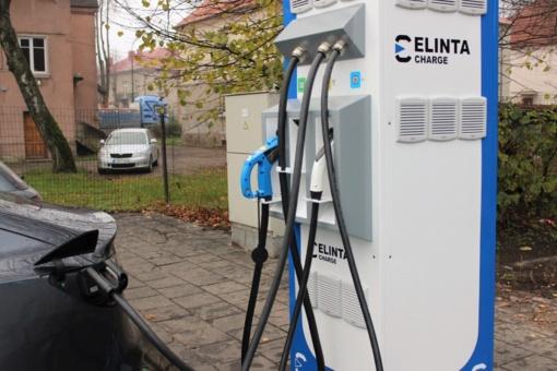 Elektromobilių įkrovimas ir toliau bus nemokamas