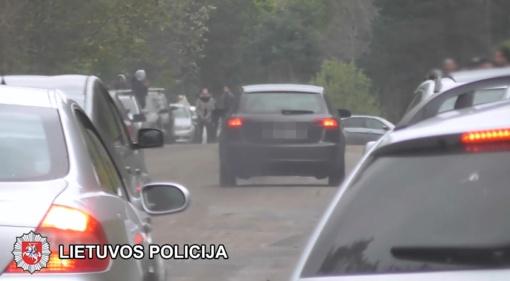 Sostinės policija sustabdė nelegalias gatvės lenktynes (vaizdo įrašas)