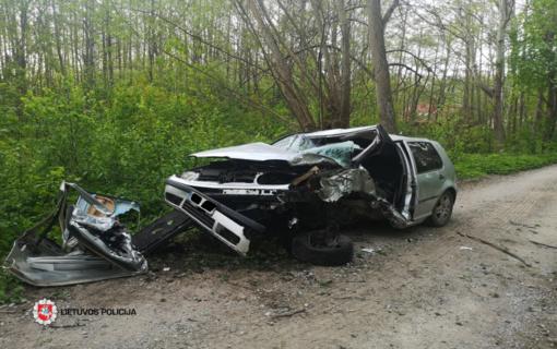 Savaitgalis keliuose: žuvo vaikinas, vairavęs motociklą