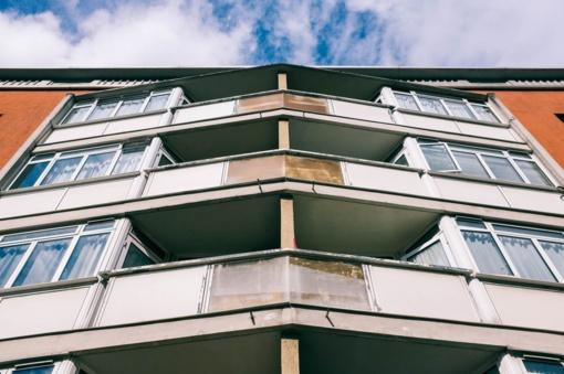 Marijampolėje mirė, įtariama, per balkoną iškritusi moteris