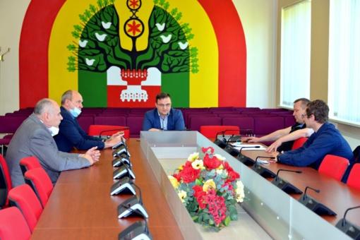 """Šilalėje įvyko krepšinio klubo """"Lūšis"""" atstovų ir Savivaldybės vadovų pasitarimas"""