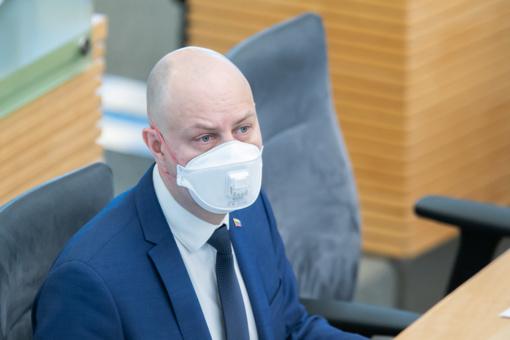 A. Veryga: kaukes biuruose dėvėti privaloma ne visais atvejais