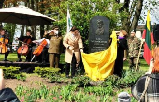 Pagaliau pabaigtas paminklas Vyties Kryžiaus kavalierei Libai Mednikienei Širvintose