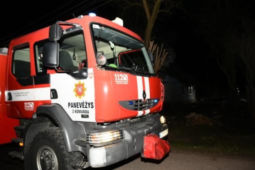 Panevėžio rajone sudegė sodyba ir bitininkystės reikmenys