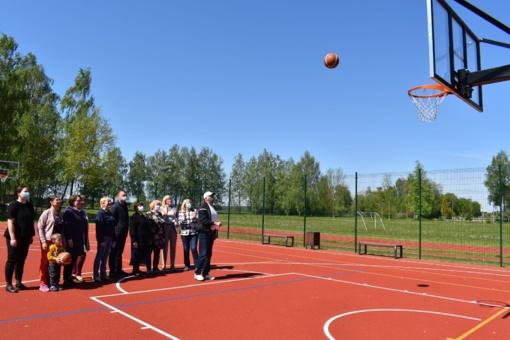 Musninkų seniūnijoje atidarytas naujas sporto aikštynas
