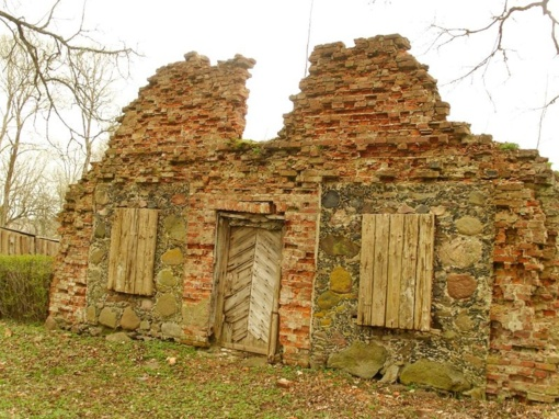Neprižiūrimų kultūros paveldo objektų aktualijos. Liūdno veido Šateikių dvaro sodyba
