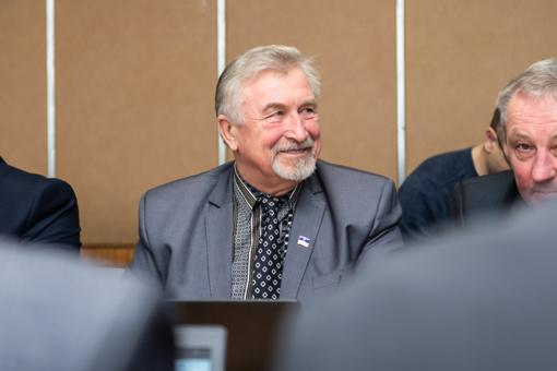 Panevėžio rajono politikas nesuvaldė liežuvio: Tarybos posėdžio metu kelis kartus susikeikė