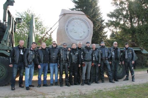 Uteniškio liaudies menininko sukurtas akmuo įamžino vieną svarbiausių Lietuvos istorijoje datų
