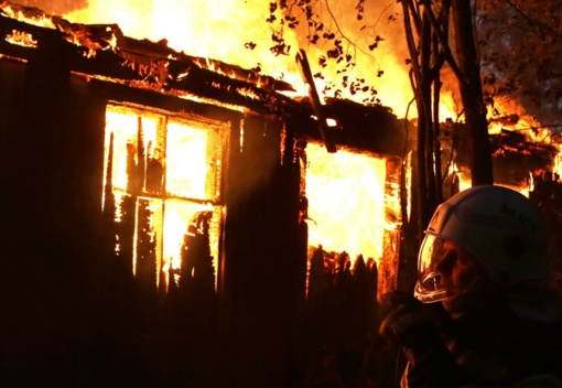 Tauragės rajone degė apleistas pastatas