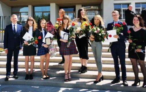 Pagerbti ir apdovanoti geriausieji Radviliškio rajono abiturientai