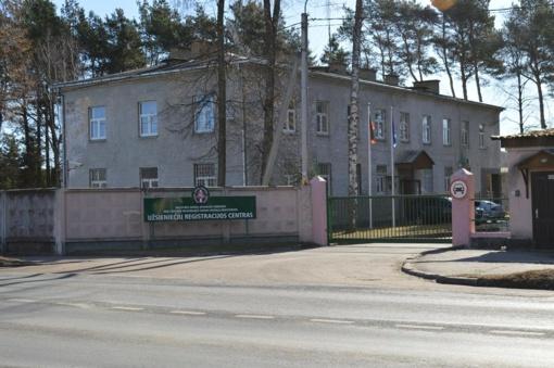 Neblaivų čečėną pasieniečiai tramdė antrankiais ir elektros šoku