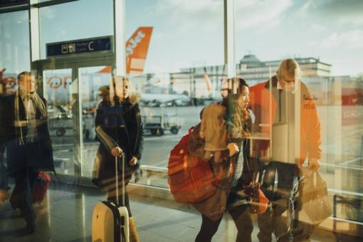 Ką privalu žinoti grįžusiems iš užsienio dėl saviizoliacijos ir koronaviruso tyrimo?