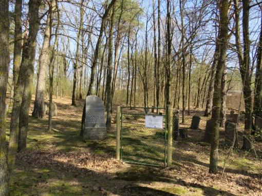 Iš kapinių kaimynystės iškelta asfaltbetonio bazė