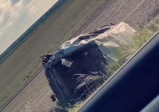 Kauno rajone nuo kelio nulėkė ir apvirto automobilis