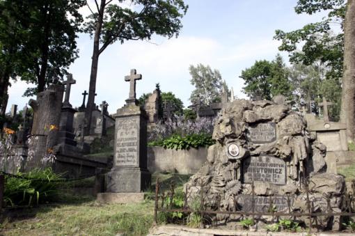 Prokuratūra prašo užtikrinti sostinės Rasų kapinių stebėjimą vaizdo kameromis