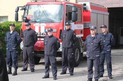 Gaisrą gesinusiems ugniagesiams įteiktos premijos