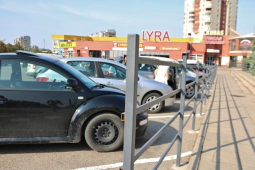 220 eurų nuobauda už tvoros pastatymą prekybos centro prieigose, Lyros gatvėje, Šiauliuose, skirta teisėtai