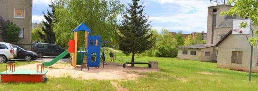 Įrengta nauja žaidimų aikštelė