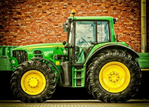 Kėdainių rajone apvogti keturi traktoriai ir kombainas