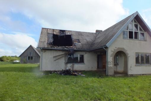 Padegtas jaunos šeimos namas