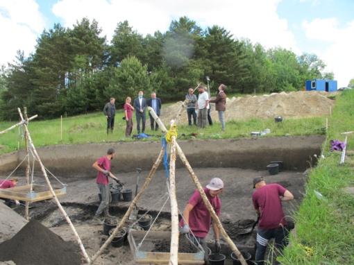 Archeologai tyrinėja priešistorinę Kalvių ežero pakrantę