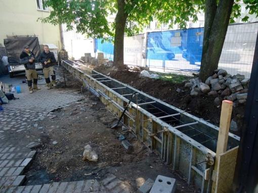 Ar griūvančios tvoros atstatymas – paveldo niokojimas?