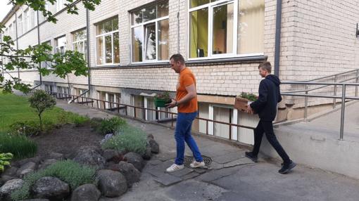 """Projektas """"Kur Daugėliai – daug gėlių"""" – tęsia mokyklos tradiciją"""