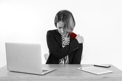 Masažuotojas: įtampa pečių juostoje – vienas dažniausių nusiskundimų