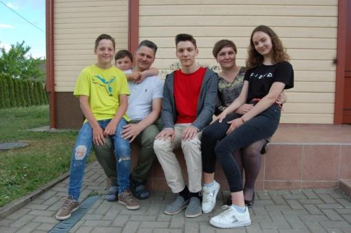Daugiavaikis tėtis Vytautas savo šeimai pats kepa duoną