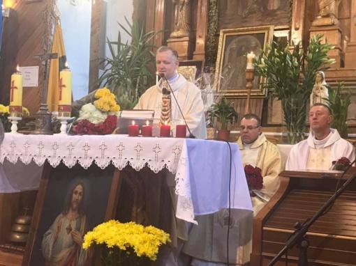 Skambėjo padėkos ir linkėjimai Alvito klebonui Vytautui Kajokui, švenčiančiam kunigystės 25-metį