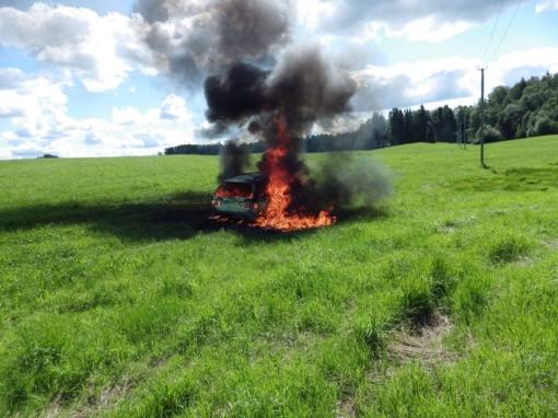 Tauragės rajone užsidegė transporto priemonė
