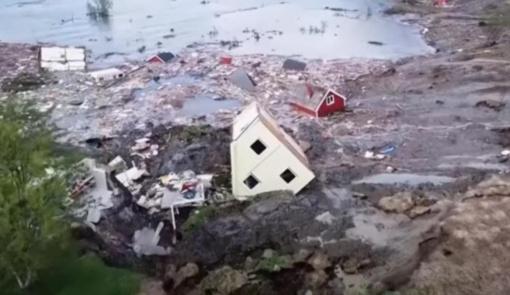 Neįtikėtina nuošliauža visą gyvenvietę nusinešė į Norvegijos fjordą (vaizdo įrašas)