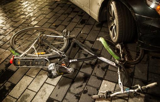 Siūlo leisti dviratininkams važiuoti per pėsčiųjų perėjas, Vyriausybė į tai žiūri skeptiškai