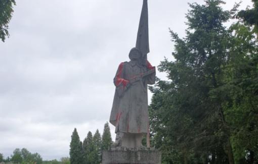 Meras apie išniekintą sovietinio kario paminklą: tai – chuliganizmo atvejis