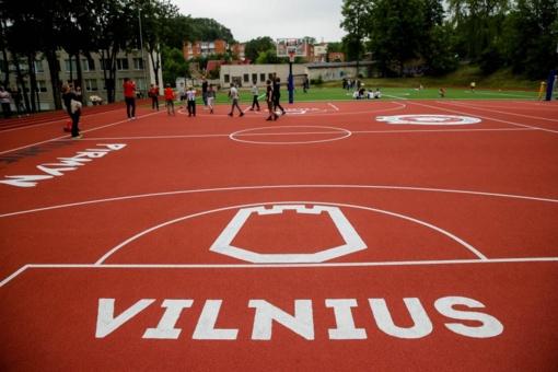 Renovuoti mokyklų sporto aikštynai Vilniuje kviečia sportuoti