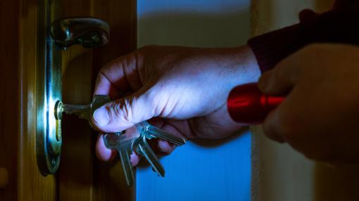 Marijampolėje apvogtas butas: dingo pinigai, kompiuteris ir kiti vertingi daiktai