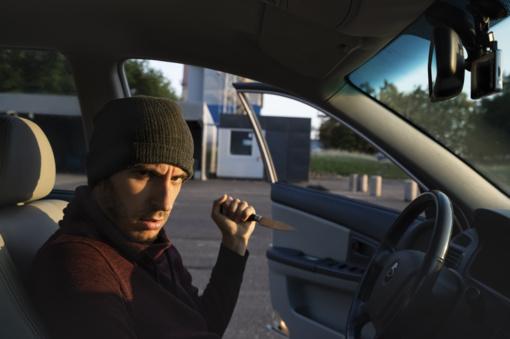 Kaune sumuštas, prievarta į automobilį įsodintas ir išvežtas vyras