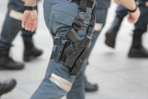 Grasino iššaudyti policininkus
