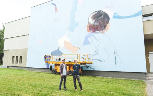 Ant Alytaus Jaunimo centro pastato sienos – nerūpestingos ateities vizija