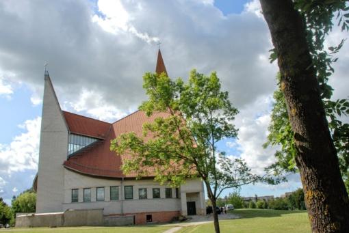 Rengiamasi pabaigti statyti Naujosios Akmenės bažnyčią