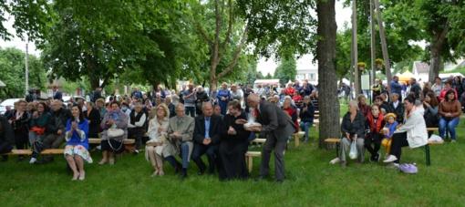 Valkininkuose nušurmuliavo linksma Antaninių šventė