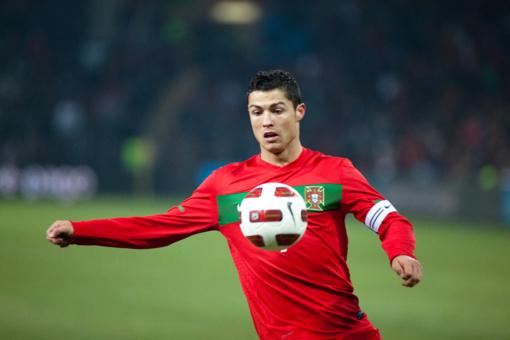 Vilniuje C. Ronaldo apkabinti mėginęs A. Gadeikis turės sumokėti pusę UEFA skirtos baudos