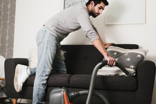 10 darbų namuose, kuriuos geriau patikėti vyrams