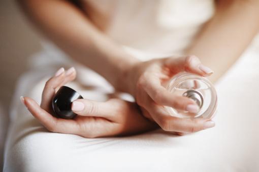 Vos keli patarimai, kurių dėka kvepalų aromatas išliks visą dieną