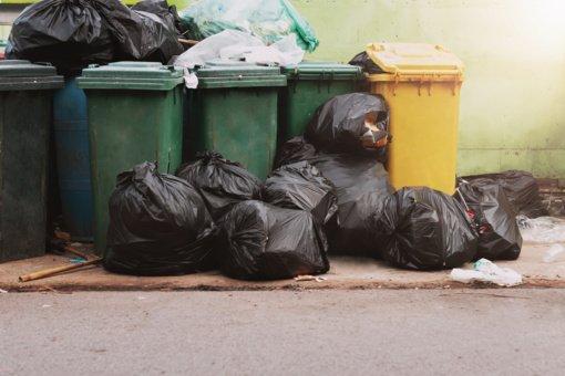 Atliekų rūšiavimas ar perpildyti konteineriai?
