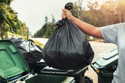 Šalies gyventojai stengiasi mažinti atliekų kiekį, tačiau jis auga