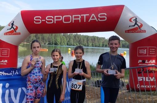 Ignalinos plaukikai pirmą kartą išbandė akvatloną ir triatloną