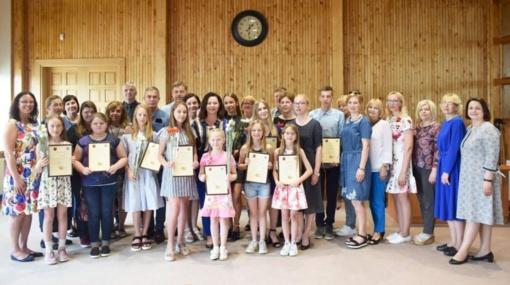 Aukščiausių rezultatų pasiekusiems mokiniams – kelialapiai į vasaros stovyklas