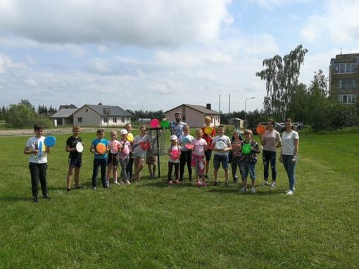 """Smagūs vasaros įspūdžiai dieninėje sportinėje vasaros poilsio stovykloje """"Sveikuoliai"""" Kietaviškių pagrindinėje mokykloje"""